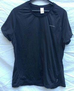 Apparel Quechua T-shirt technique manches courtes, noir XXL, 5 €.